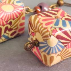 Klassische Ohrringe in Würfelform