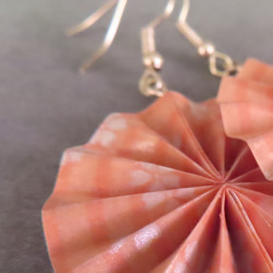 große Ohrringe in rosa