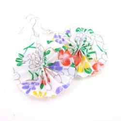 runde leichte Ohrringe mit Blumen