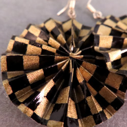 Ohrringe in Fächerform in schwarz-gold